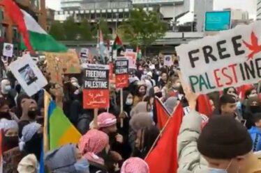 Marks & Spencer a surnommé `` l'ambassade d'Israël dans la grande rue britannique '' lors d'un rassemblement à Manchester