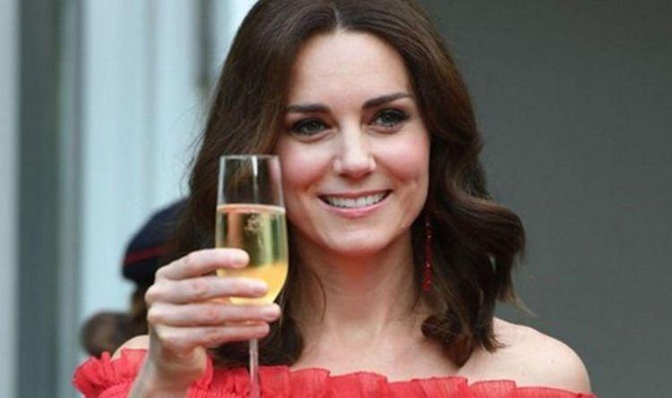 Marks and Spencer vend une robe à 28 £ qui ressemble à la célèbre robe de Kate Middleton
