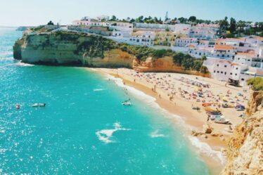 Vacances en Algarve: le Portugal est prêt pour la canicule alors que les premiers touristes britanniques arrivent à l'aéroport de Faro