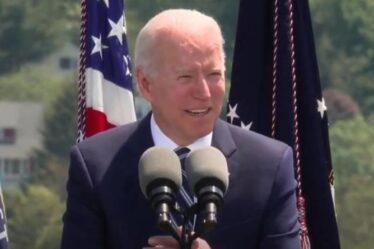 `` Vous êtes une classe vraiment terne '' Biden a surpris en train d'emprunter une blague du discours de Ronald Reagan - VIDEO
