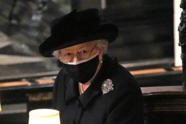 La reine a le cœur brisé en tant que monarque «solennel» privé du prince Philip «à ses côtés»