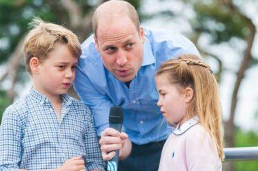 George et Charlotte accomplissent leur premier devoir royal alors que William « les présente à Firm »