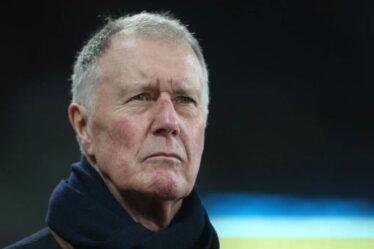 Le héros de la Coupe du monde, Sir Geoff Hurst, soutient l'objectif caritatif d'aider le personnel du NHS