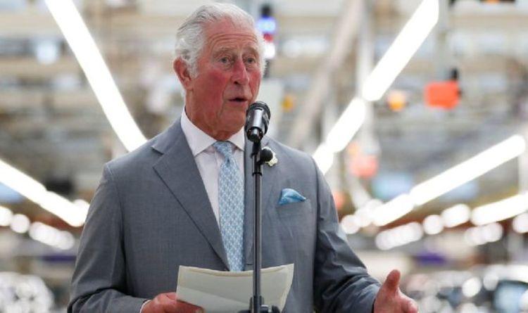 Le prince Charles canalise l'intérieur de Michael Caine au volant de nouvelles mini-portes électroniques.