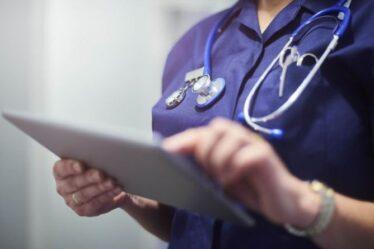 Un employé du NHS licencié par peur des patients reçoit 50 000 £