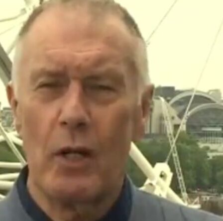 'Arrête ça!'  Geoff Hurst exhorte les fans anglais à NE PAS huer l'hymne national italien dimanche
