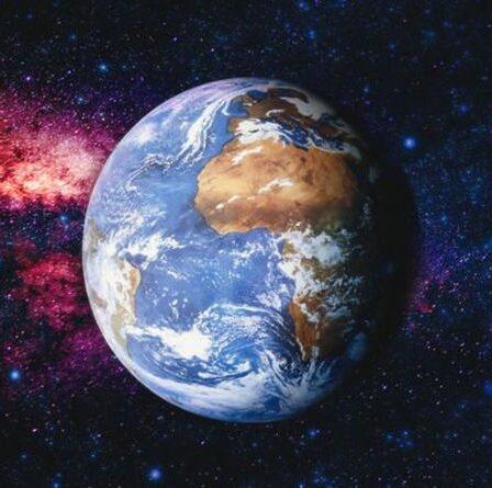 """""""C'est assez effrayant"""" Un physicien prévient que le destin de la Terre est """"à la merci"""" des éléments cosmiques"""
