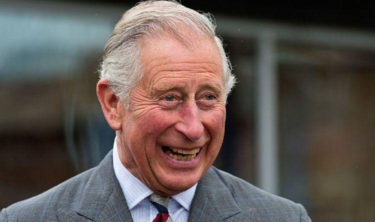 'Chuckling' Charles fait la connaissance d'un autre prince George lors d'un voyage au Pays de Galles