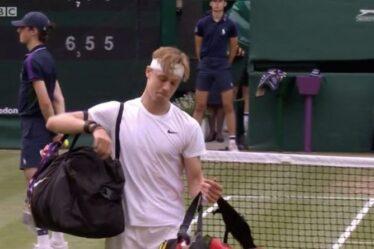Denis Shapovalov aperçu en train de pleurer alors que la défaite de Novak Djokovic à Wimbledon le laisse en larmes