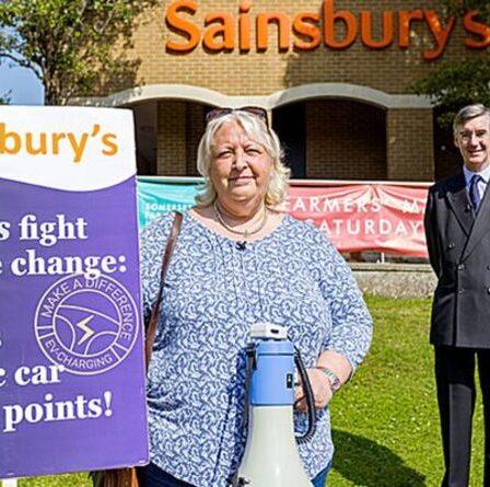Jacob Rees-Mogg devient éco-manifestant pour soutenir la campagne contre Sainsbury's