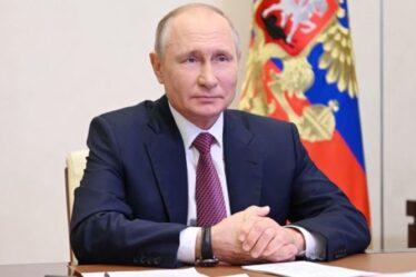 """La Russie frappe Boris - avertit que la Royal Navy """"sera blessée"""" si elle retourne en Crimée"""