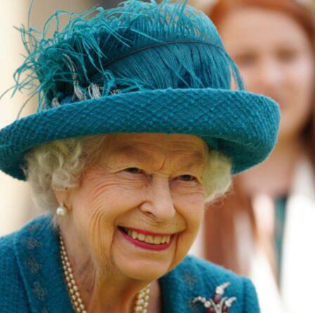 """La douce conversation de la reine avec Coronation Street lors de la visite royale - """"Est-ce que cela cause des problèmes?"""""""