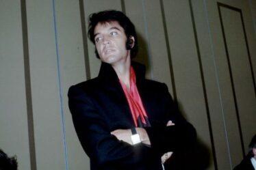 La romance d'Elvis Presley avec une danseuse adolescente après avoir vu sa photo dans une boîte de nuit
