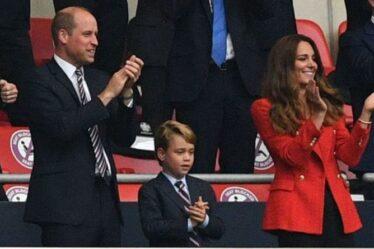 """Le prince George a """"prié"""" le prince William d'aller en Angleterre contre l'Allemagne en costumes assortis"""