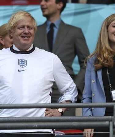 Secoué, l'Italie ?  Un journal basé à Milan laisse entendre que Boris a ACHETÉ le succès de l'Angleterre à l'Euro 2020