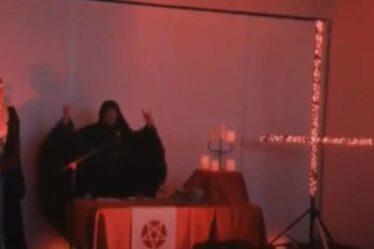 Chan-enfer 4 ?  L'actualité australienne interrompue par une étrange cérémonie d'adoration de Satan – VIDEO
