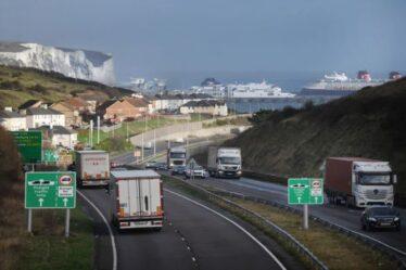 Colère alors que les conducteurs traversant la France doivent se mettre en quarantaine même s'ils ne quittent pas leur voiture