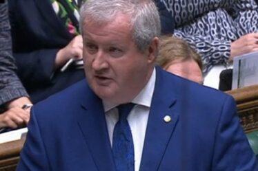 «Je suis le président!»  Blackford de SNP grondé alors qu'il ignore le président Hoyle lors d'un affrontement tendu