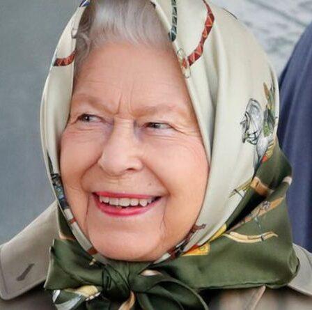 La reine a un «pique-nique avec ses arrière-petits-enfants» dans un lieu de beauté bien-aimé honoré d'un mouvement clé