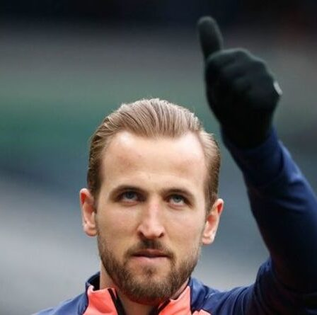 """Le camp de Harry Kane """"n'exclut pas un nouveau contrat avec Tottenham"""" au milieu de la saga des transferts de Man City"""