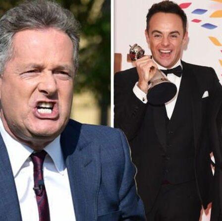 """""""C'est en fait de la triche"""" Piers Morgan fait rage contre les victoires des NTA d'Ant et Dec au milieu de la bataille de 2021"""