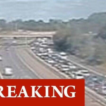 Chaos de la circulation M56: retards énormes après un accident de plusieurs véhicules - fermetures en place