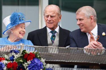 """Déchirement de la reine: des experts royaux affirment qu'un """"désastre des relations publiques"""" plane sur le documentaire du prince Philip"""