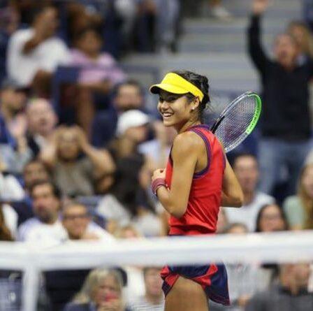 Emma Raducanu atteint la finale de l'US Open avec une victoire 6-1 6-4 sur Maria Sakkari