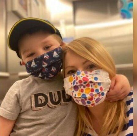 Enfant diagnostiqué avec un cancer après une éruption cutanée trouvée sur sa cheville - signes de leucémie à repérer