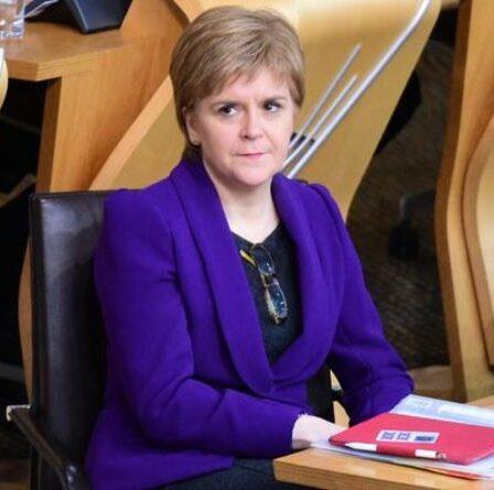 FMQs EN DIRECT: Sturgeon se prépare pour l'épreuve de force de l'indépendance après que OWN MSP rejette un nouveau vote