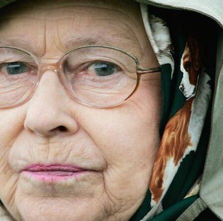 La reine a averti que la monarchie faisait face à un «vrai danger» si la famille royale abandonnait une tradition cruciale