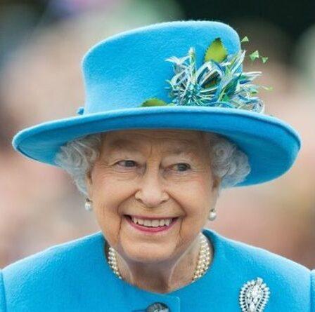 La reine interviendra et guérira «la rupture entre Meghan et Harry avec la famille royale» – «des signes positifs»