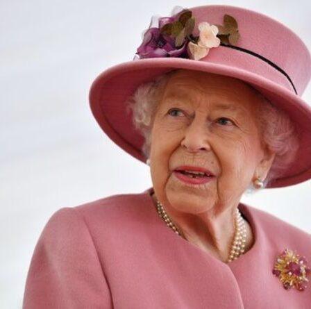 La reine ravie alors que le prince George, Charlotte et Louis participent à la «tradition» royale