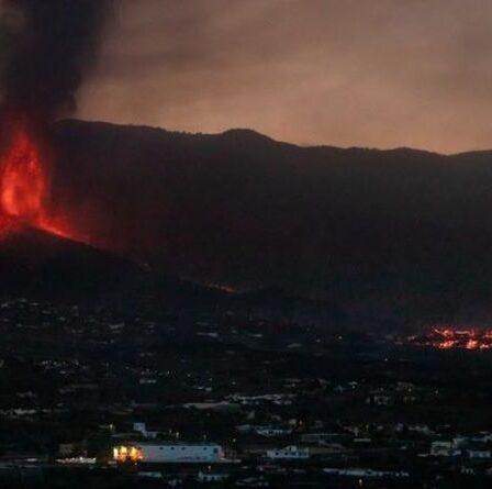 «Nous avons eu quelques minutes pour faire nos valises!»  Des milliers de touristes échappent à l'éruption du volcan La Palma