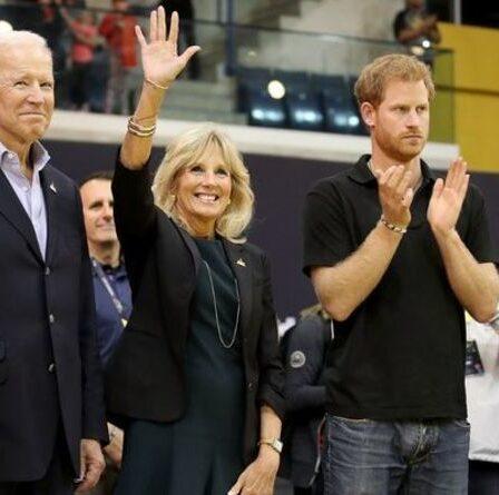 """""""Un peu inquiet"""" Joe Biden a plaisanté en disant que sa femme """"a passé trop de temps"""" avec le prince Harry"""
