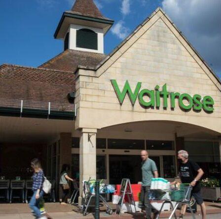 Waitrose annonce l'interdiction des sacs en plastique pour les livraisons et les collectes en magasin