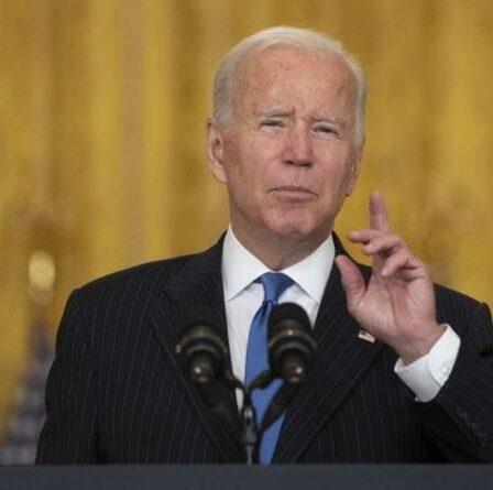 Biden claqué alors que les États-Unis sont secoués par une triple crise de pénurie – chauffeurs, essence et fournitures dans le chaos