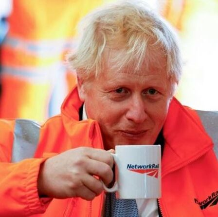 """Boris a averti que le nivellement ne serait """" rien de plus qu'un slogan """" si les plans ferroviaires du NPR étaient abandonnés"""