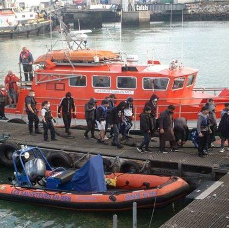 Découverte d'une source de bateaux de migrants déclenchant une opération de trafic de personnes au Royaume-Uni