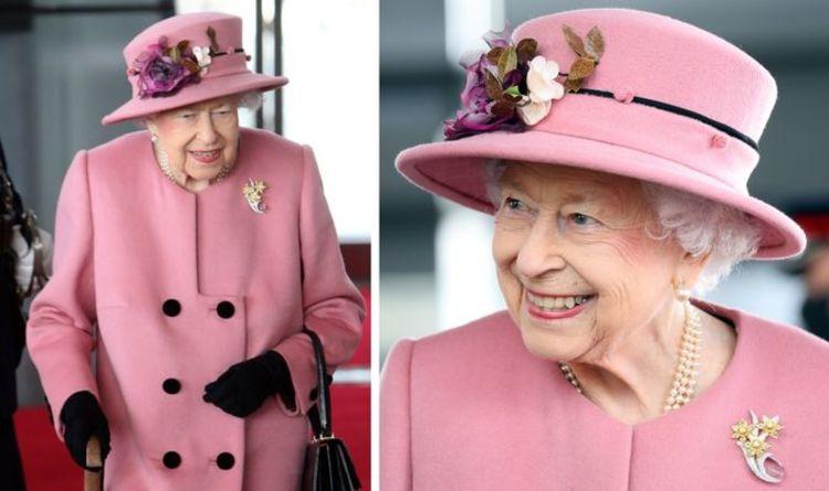 'Elle est merveilleuse!'  La reine Elizabeth dans un message aux Gallois avec broche
