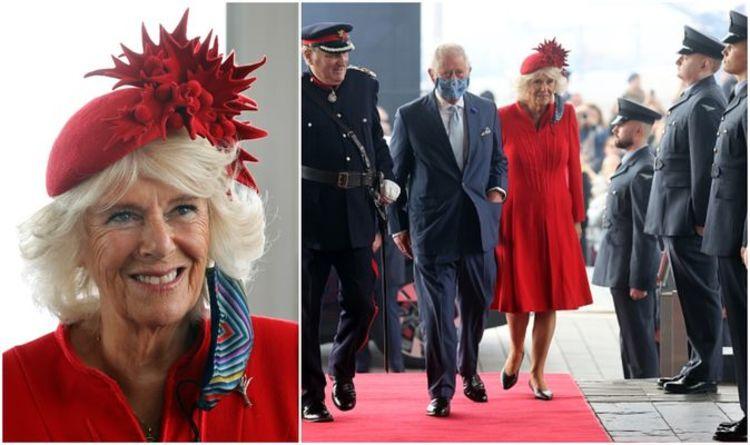 La duchesse de Cornouailles vole la vedette alors qu'elle célèbre le Pays de Galles avec un chapeau rouge flamboyant