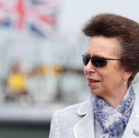 La princesse Anne s'envole pour Forres pour rendre hommage aux héros écossais de Covid – «journée formidable»