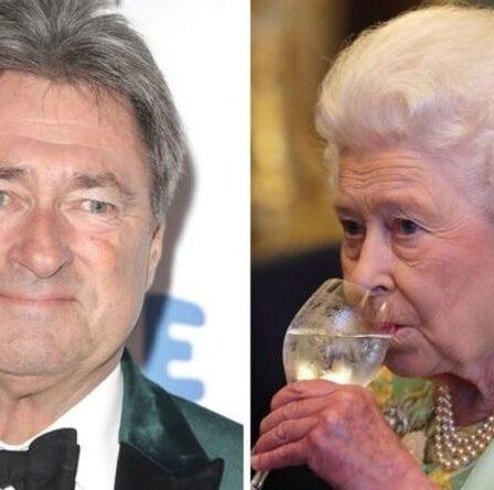 """La reine a laissé Alan Titchmarsh le visage rouge avec une remarque effrontée: """"J'ai de gros rochers"""""""