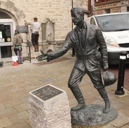 La statue de Sir Henry Morton Stanley soumise à un vote sur son renversement au milieu des manifestations du BLM