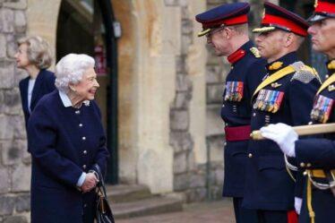 Le retour de la reine !  Monarch veut dire affaires après une longue pause estivale à Balmoral