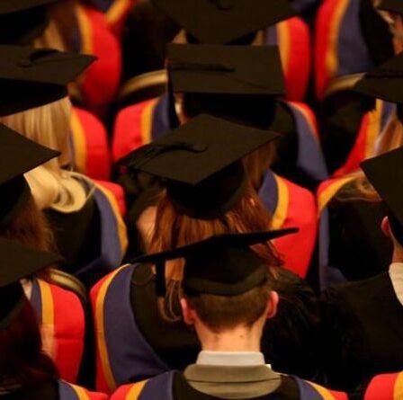 L'école pour enfants pris en charge célèbre le succès alors que de plus en plus d'étudiants décrochent les meilleures places universitaires