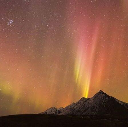 """Les aurores boréales seront à nouveau visibles au Royaume-Uni ce soir car """"nous n'avons pas encore atteint l'événement principal"""""""