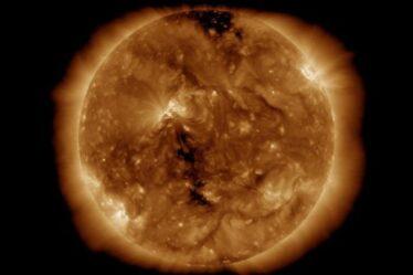 Panne technologique: les craintes que la tempête solaire qui frappe la Terre aujourd'hui rende le GPS et la radio inutiles