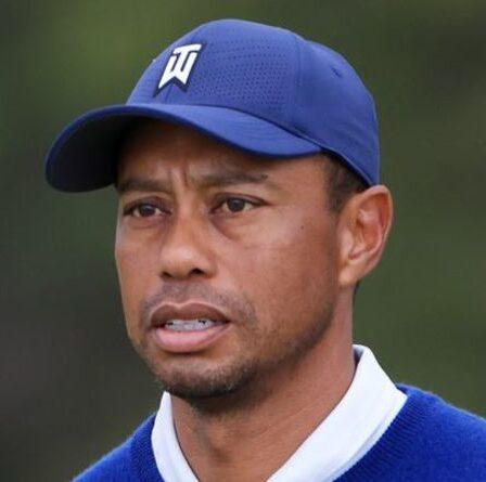 Tiger Woods de retour sur le terrain de golf huit mois après un accident de voiture d'horreur