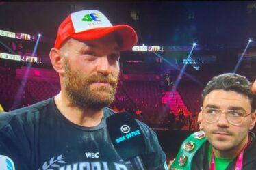 Tyson Fury qualifie Deontay Wilder d'« idiot » pour des commentaires étranges sur le ring après une fin brutale